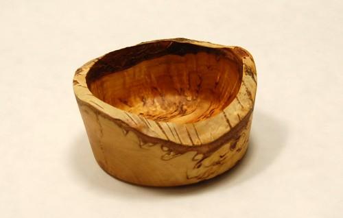 Visakoivu, pieni luonnollisella reunalla oleva kippo