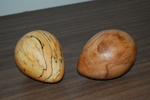Puiset munat, laho vikainen koivu ja omenapuu